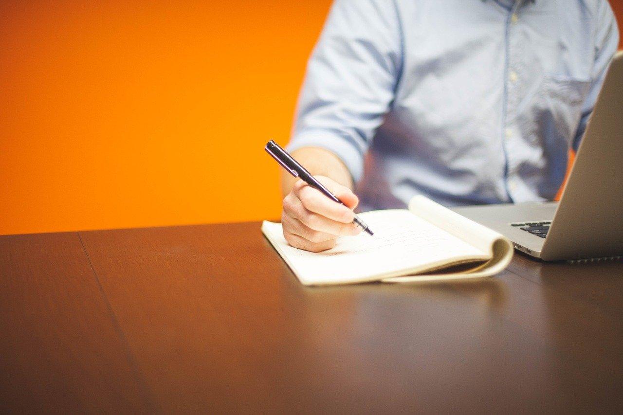 Różnica między copywritingiem, redagowaniem tekstu i korektą